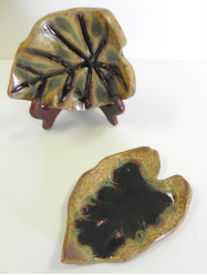 RAY POTTERY LEAF SPOON REST